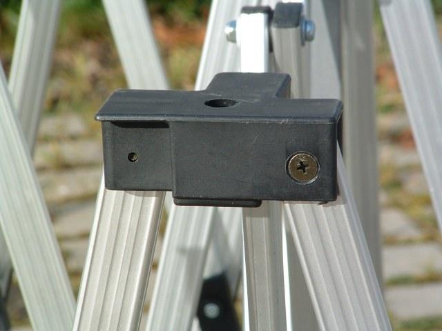Die geschraubten Gelenke und Verbinder sind hoch stabil. Wenn doch einmal etwas passiert sind sie mit wenigen Handgriffen ausgewechstelt.